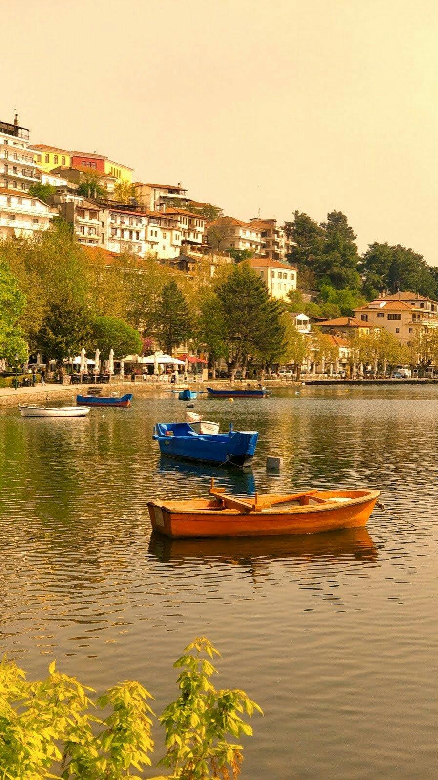 photo of Kastoria, lake, boats, houses along the lakeside