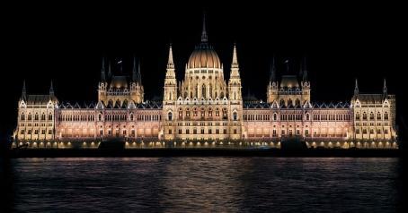 Το κοινοβούλιο το βράδυ