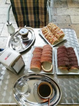 Kurtoscalacs με αμύγδαλα, σοκολάτα και ζάχαρη